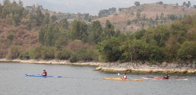 kayaking-lake-kivu