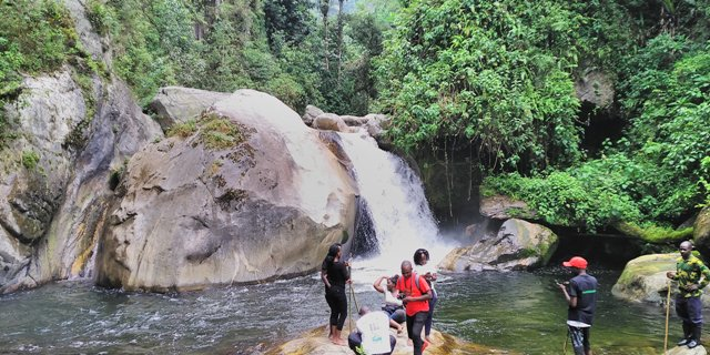 waterfalls rwenzori mountains
