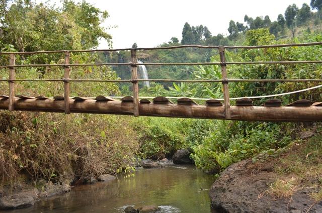 sipi-falls-hiking