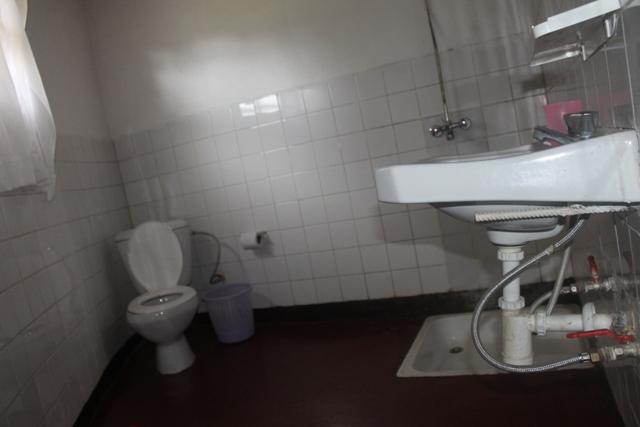 kinigi-gues-house-shower