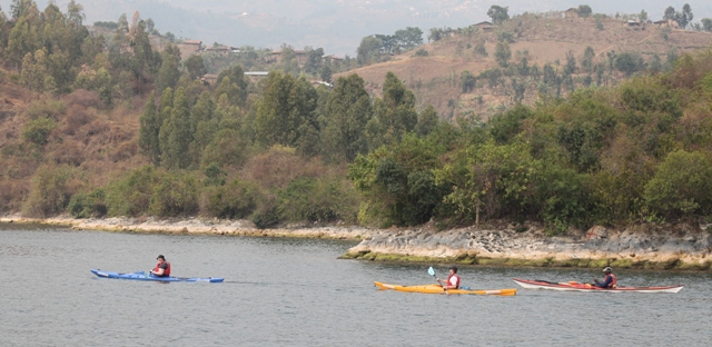 kayaking-lake-kivu
